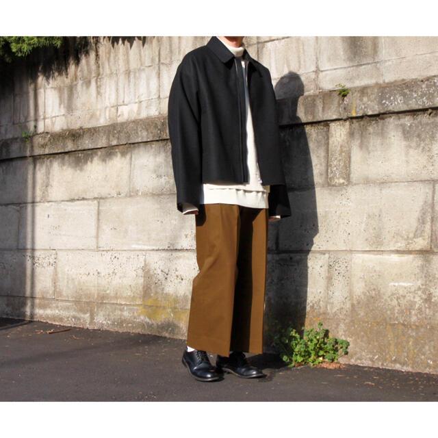 COMOLI(コモリ)のYOKE 2TUCK WIDE GURKHA TROUSERS メンズのパンツ(スラックス)の商品写真