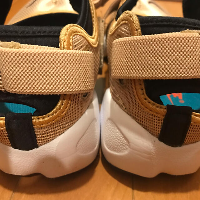 NIKE(ナイキ)の⭐︎⭐︎SEEmiu様専用⭐︎⭐︎NIKE エアリフトブリーズGOLD 25㎝ レディースの靴/シューズ(スニーカー)の商品写真