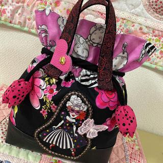 お弁当袋❣️背面お花の刺繍❣️ロラライハリス ハンドメイド(バッグ)