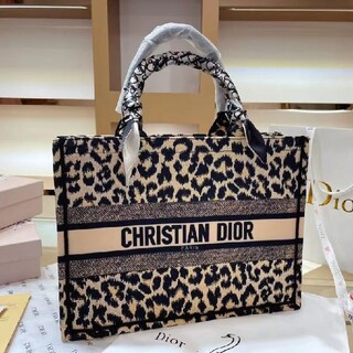 Christian Dior - 美しいChristian Dior  ヒョウ柄トートバック