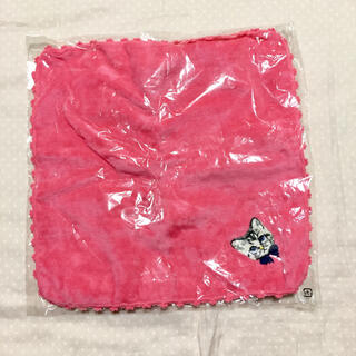 メゾンドフルール(Maison de FLEUR)の新品未使用未開封 タオルハンカチ 猫 ピンク(ハンカチ)