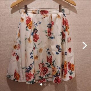 マーキュリーデュオ(MERCURYDUO)のマーキュリーデュオ 膝丈スカート Mサイズ 白 花柄 カラフル(ひざ丈スカート)