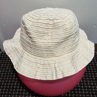 エニィファム(anyFAM)のシンプルなベージュの帽子 頭囲52センチ(帽子)