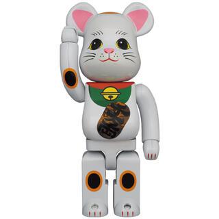 メディコムトイ(MEDICOM TOY)のBE@RBRICK 招き猫 白メッキ 発光 400%(キャラクターグッズ)