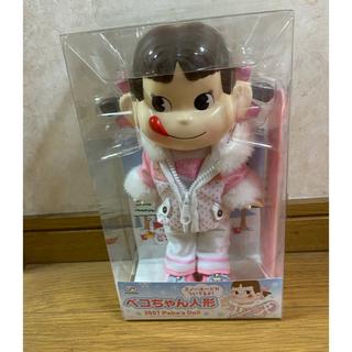 フジヤ(不二家)のペコちゃん人形 2007 スノーボード付き 新品 未使用 レア 希少(キャラクターグッズ)