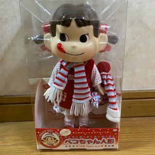 フジヤ(不二家)のペコちゃん人形 2006年 新品 未使用 レア ニット帽付き(キャラクターグッズ)