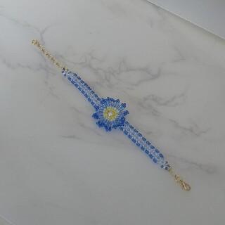 ハンドメイドビーズ青いお花💠のブレスレット(ブレスレット/バングル)