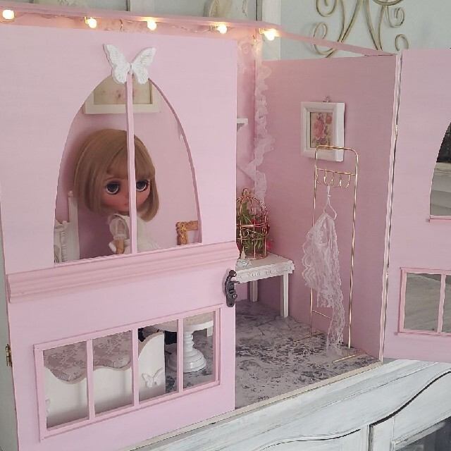 扉つきドールハウス+*ベッドルーム*°ブライスやりかちゃんなどに ハンドメイドのハンドメイド その他(その他)の商品写真
