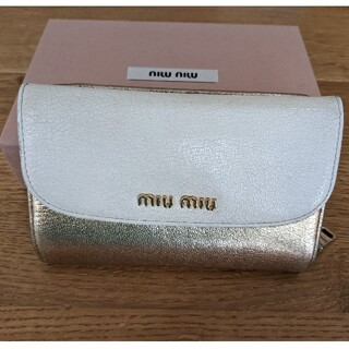 ミュウミュウ(miumiu)のmiumiu 2つ折り財布(財布)