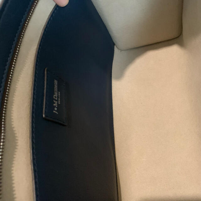 J&M DAVIDSON(ジェイアンドエムデヴィッドソン)のジェイ&エムデヴィッドソン ELLE WITH STUDS 美品 レディースのバッグ(ショルダーバッグ)の商品写真