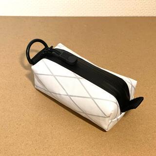 X-pacVX21ホワイト小型ポーチ(三角カラビナ付き) ゴルフボール入れ