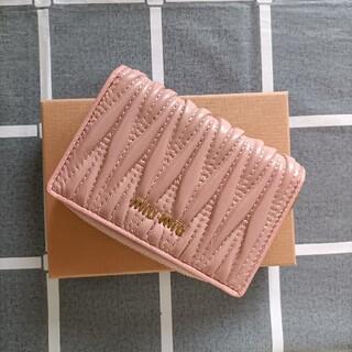 ミュウミュウ(miumiu)の綺麗☆ピンク♥折り財布 miumiu コインケース(コインケース)