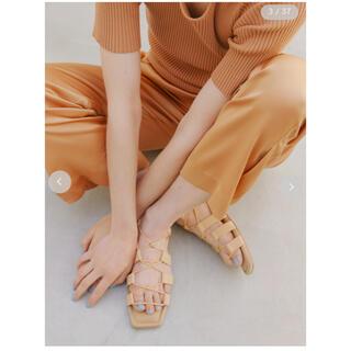 エミアトリエ(emmi atelier)の【emmi atelier】ドロストサンダル 37サイズ(サンダル)