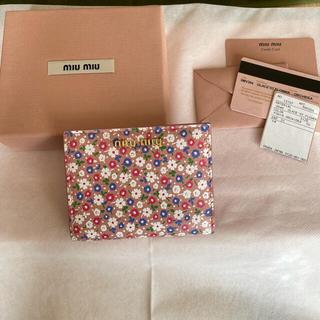 ミュウミュウ(miumiu)のmiumiuミュウミュウ 二つ折り財布(財布)