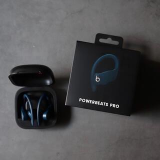 ビーツバイドクタードレ(Beats by Dr Dre)のフルワイヤレスイヤホン Powerbeats Pro ネイビー(ヘッドフォン/イヤフォン)