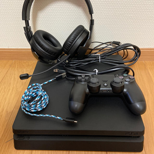 PlayStation4(プレイステーション4)のPlayStation4 CUH-2000A PS4 ヘッドセット付き! エンタメ/ホビーのゲームソフト/ゲーム機本体(家庭用ゲーム機本体)の商品写真
