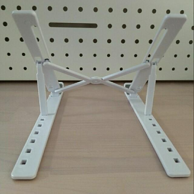7段階 パソコン ホルダー スタンド ホワイト 台 折りたたみ式 読書 作業効率 スマホ/家電/カメラのPC/タブレット(PC周辺機器)の商品写真