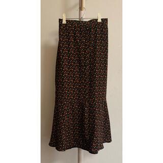 エムズエキサイト(EMSEXCITE)のEmsexcite マーメイドスカート フルーツ柄 ブラック (ロングスカート)