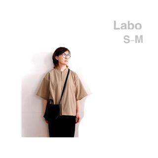 ムジルシリョウヒン(MUJI (無印良品))のMUJI   Labo      風を通すスタンドカラー半袖シャツ S~M(シャツ)