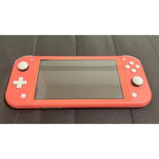 ニンテンドースイッチ(Nintendo Switch)の【美品】Nintendo Switch Lite コーラル スイッチ 本体(携帯用ゲーム機本体)
