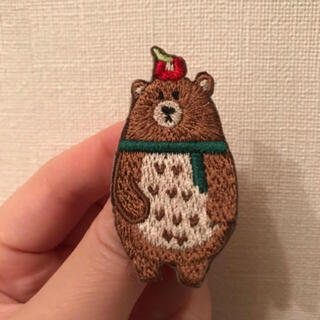 新品 定価2160円 刺繍 くまさんバッチ