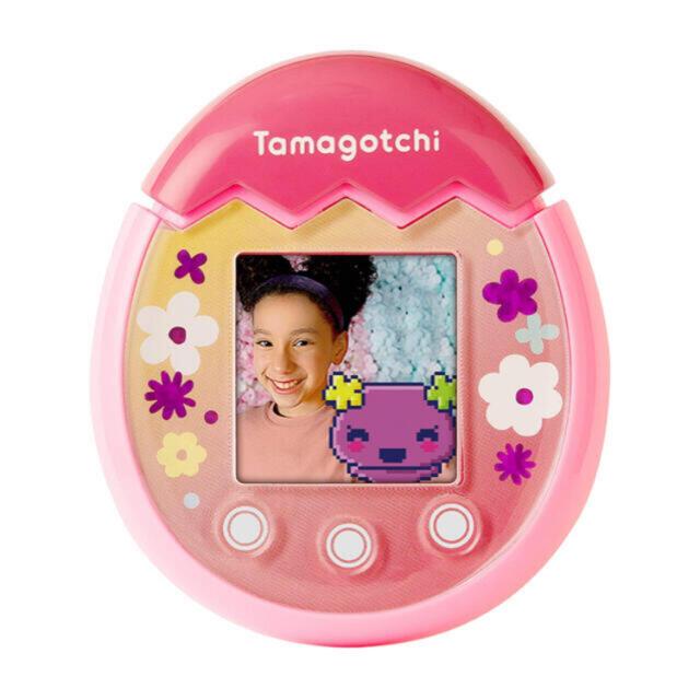 BANDAI(バンダイ)の【即納】tamagotchi pix たまごっち (フローラル ピンク) エンタメ/ホビーのおもちゃ/ぬいぐるみ(キャラクターグッズ)の商品写真