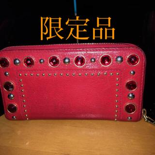ミュウミュウ(miumiu)の限定品miumiuのビジューの長財布(財布)
