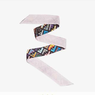 フェンディ(FENDI)のfendi 一番人気 ラッピー ロゴ 黒 ピンク スカーフ(バンダナ/スカーフ)