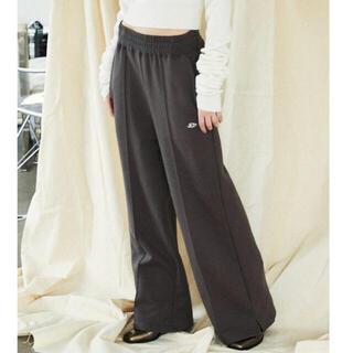 アリシアスタン(ALEXIA STAM)のEMB Crease Wide Sweat Pants(カジュアルパンツ)