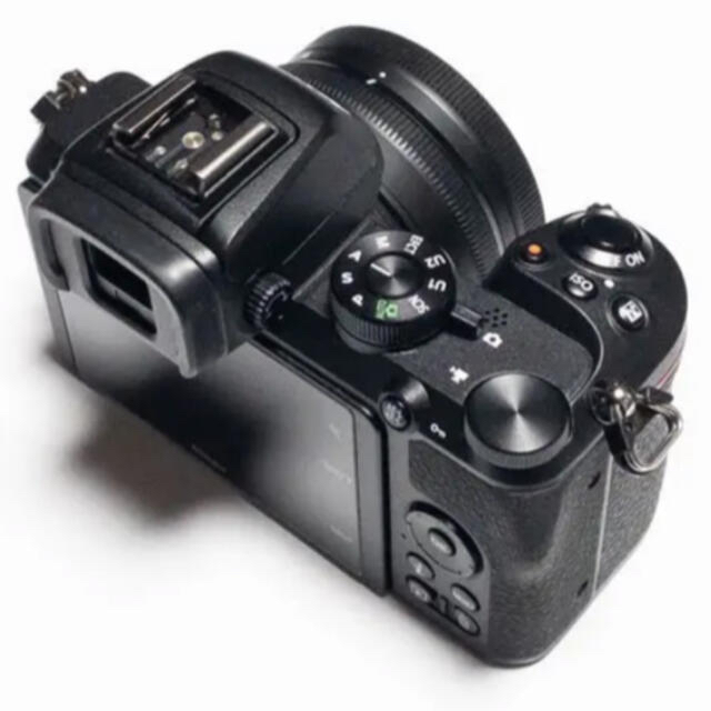Nikon(ニコン)の【未使用に近い】NIKON Z50 + NIKKOR16-50VR レンズキット スマホ/家電/カメラのカメラ(ミラーレス一眼)の商品写真