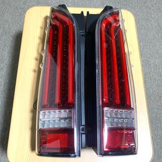 トヨタ - 200系 ハイエース LEDテールランプ 流れるウインカー