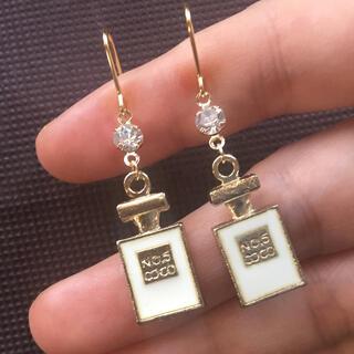 Dior - 今だけ特別価格❣️13.クリスタル白香水瓶ピアス トレンド 春 CHANEL