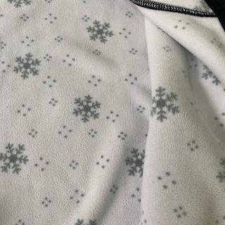 ユニクロフリースパーカー雪の結晶柄