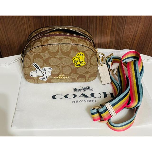 COACH(コーチ)の【新品未使用】2021 新作 COACH × スヌーピー ショルダーバッグ レディースのバッグ(ショルダーバッグ)の商品写真
