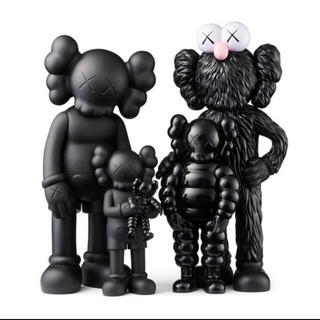 MEDICOM TOY - KAWS FAMILY BLACK KAWS TOKYO FIRST 2