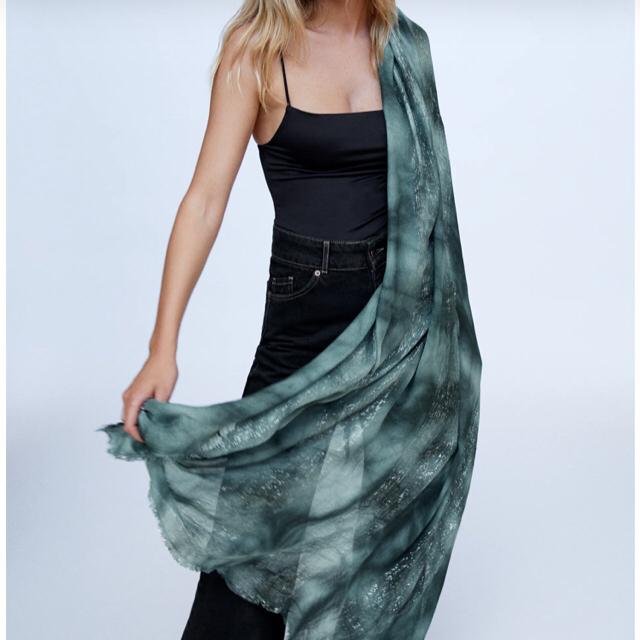 ZARA(ザラ)の新品未使用 ザラ ストール  グリーン ラメ レディースのファッション小物(マフラー/ショール)の商品写真