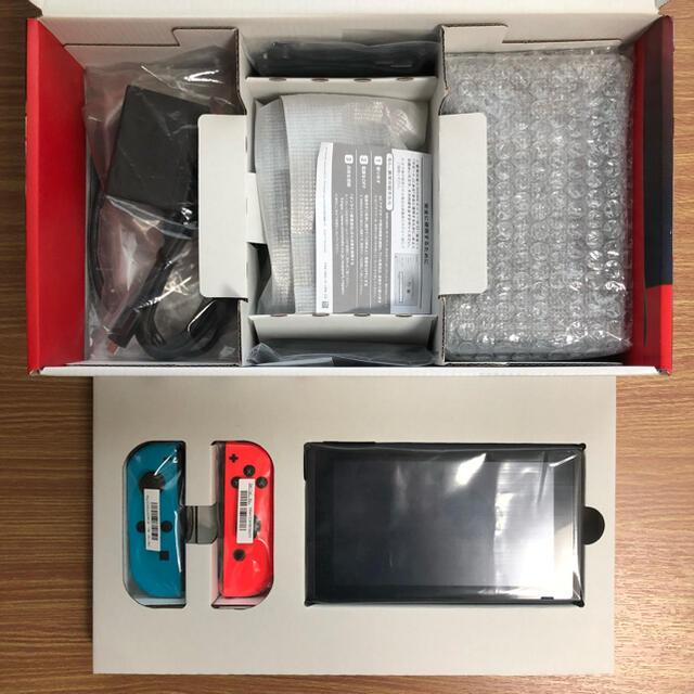 Nintendo Switch(ニンテンドースイッチ)のSwitch本体セット ネオンブルーネオンレッド エンタメ/ホビーのゲームソフト/ゲーム機本体(家庭用ゲーム機本体)の商品写真