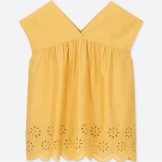 ユニクロ(UNIQLO)のコットンエンブロイダリーブラウス(ノースリーブ)UNIQLO ユニクロ 花柄刺繍(シャツ/ブラウス(半袖/袖なし))