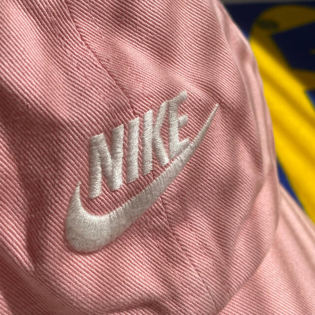 NIKE(ナイキ)のNIKE キャップ ベビーピンク ピング サーモンピンク 薄ピンク  レディースの帽子(キャップ)の商品写真