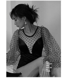新品✨今年のトレンド上品オシャレ一体型シフォンぽわん袖体型カバー水着(衣装一式)