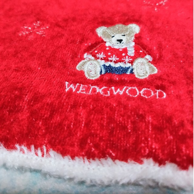 WEDGWOOD(ウェッジウッド)の美品★WEDGWOOD ★ハンカチ 雪の結晶柄とテディベアの刺繍 クリスマス限定 レディースのファッション小物(ハンカチ)の商品写真