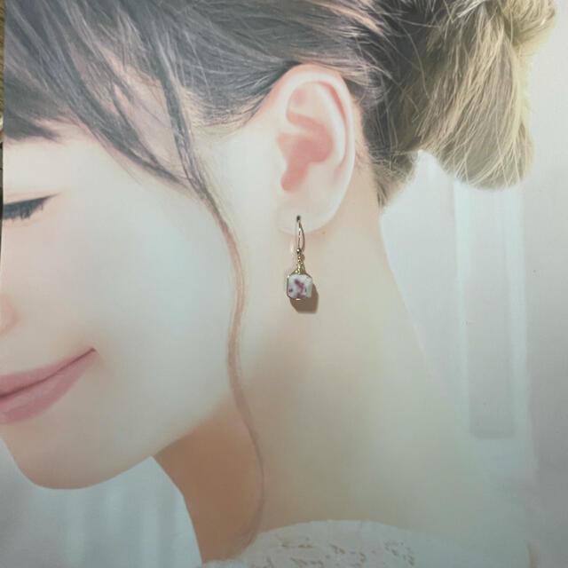 再販☆希少石☆天然石エピドートインスキャポライトキューブピアス☆プレゼント中 ハンドメイドのアクセサリー(ピアス)の商品写真