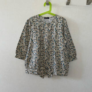 ベベ(BeBe)の美品 べべ  花柄 カットソー  150(Tシャツ/カットソー)