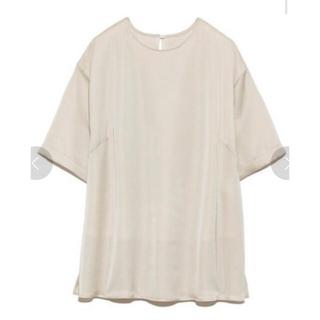 Mila Owen - Tシャツライクサテントップス