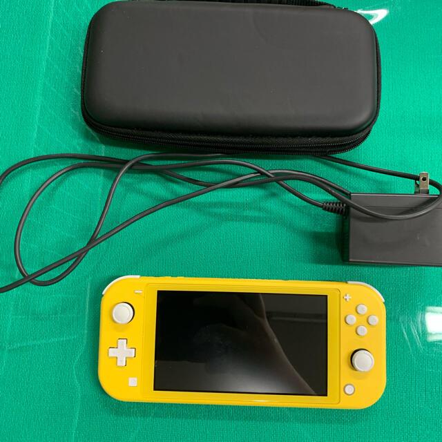 Nintendo Switch(ニンテンドースイッチ)のNINTENDO SWITCH LITEニンテンドースイッチ  ライト イエロー エンタメ/ホビーのゲームソフト/ゲーム機本体(携帯用ゲーム機本体)の商品写真