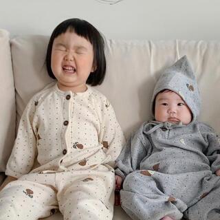 プティマイン(petit main)の梨柄 パジャマ 韓国子供服 ジャンプスーツ(パジャマ)