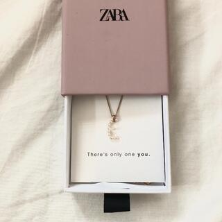 ZARA - zara イニシャルネックレス E フェイクパール ネックレス