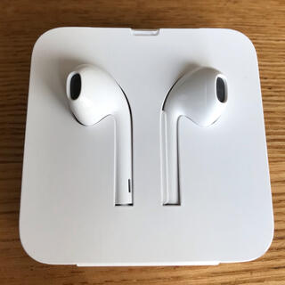 アイフォーン(iPhone)のiPhoneイヤホン 純正(ヘッドフォン/イヤフォン)