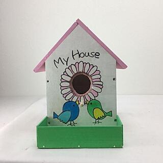ピンク色屋根の小鳥の巣箱 庭の彩りにも(その他)
