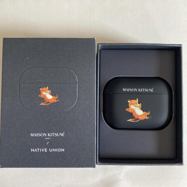 MAISON KITSUNE'(メゾンキツネ)のメゾンキツネ AirPods Proケース チラックスフォックス スマホ/家電/カメラのスマホアクセサリー(モバイルケース/カバー)の商品写真